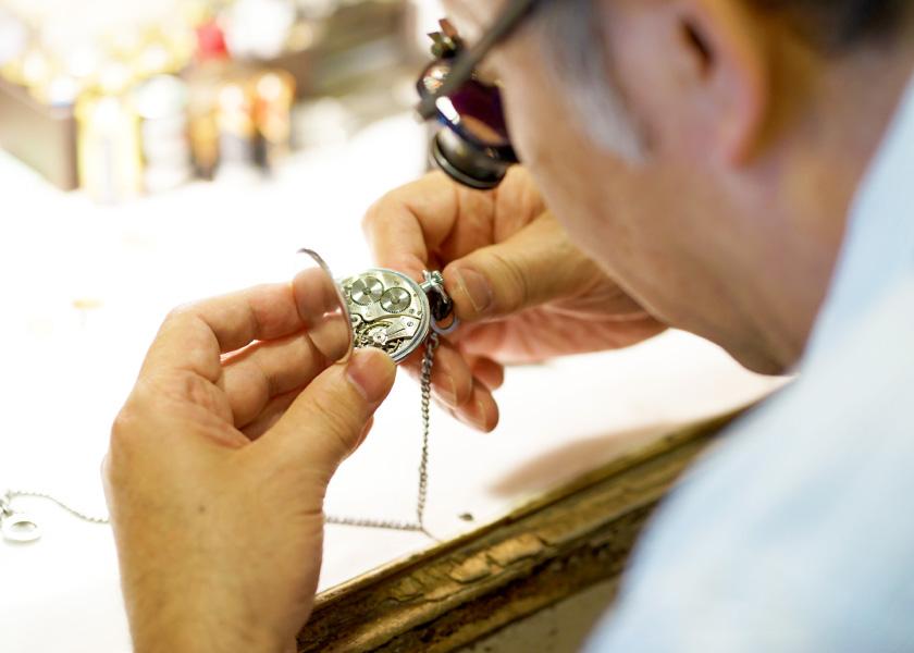 古い時計、大切な時計のオーバーホールも対応いたします。