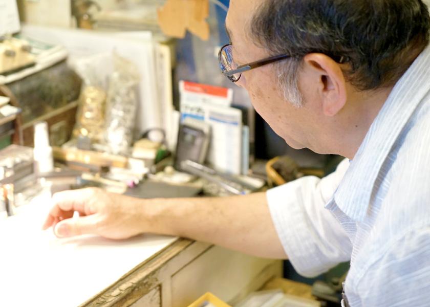 時計修理歴50年の職人が熟練の技術で対応いたします。