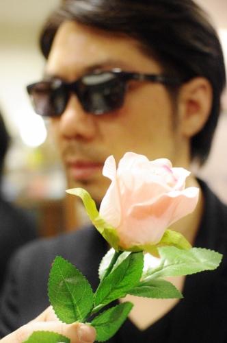 花の似合う男 DJUALの柳くん来店